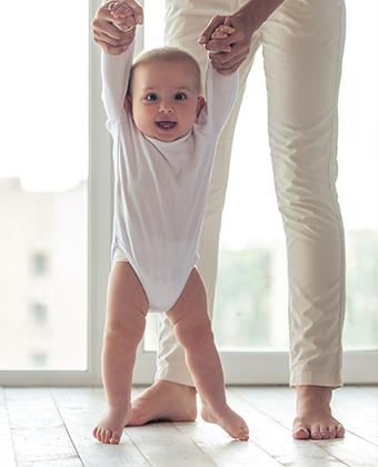 Assistante-maternelle-marche-enfant