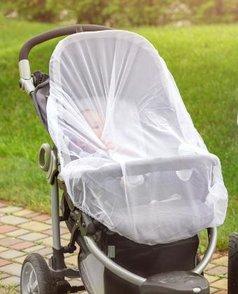 Proteger les nourrissons des moustiques